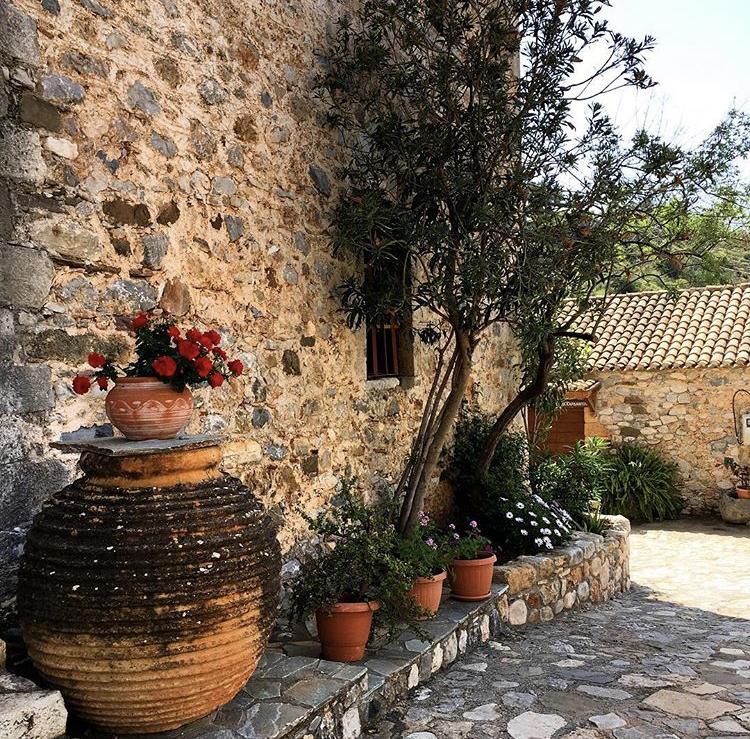 Αυτό το Σαββατοκύριακο, γνωρίζουμε τη Μάνη αλλά και όλη την Ελλάδα από κοντά